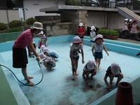 プール掃除2.JPG